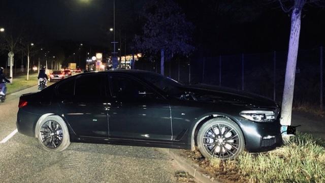 Illegales Autorennen in Trier endet am Baum-Image