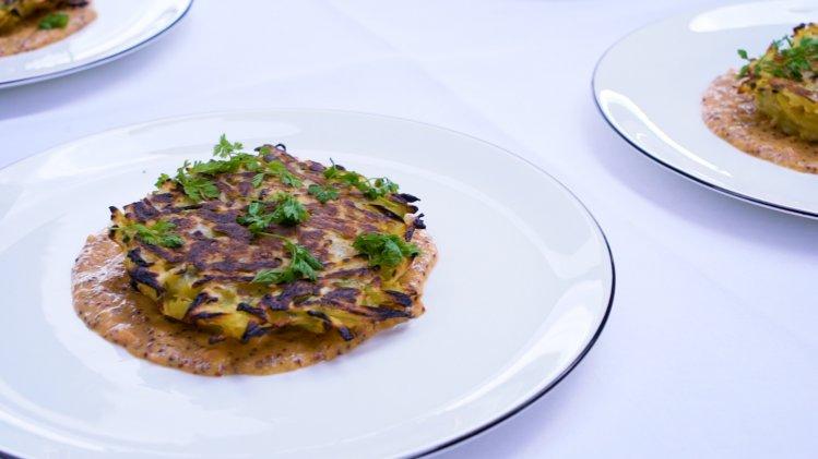 Kartoffel-Spitzkohl Pflanzerl mit Papayasenf