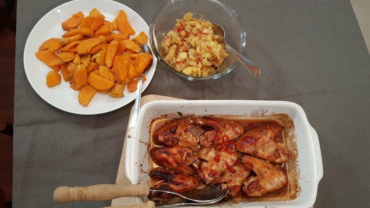Chickenwings mit Süßkartoffeln und Apfelchutney