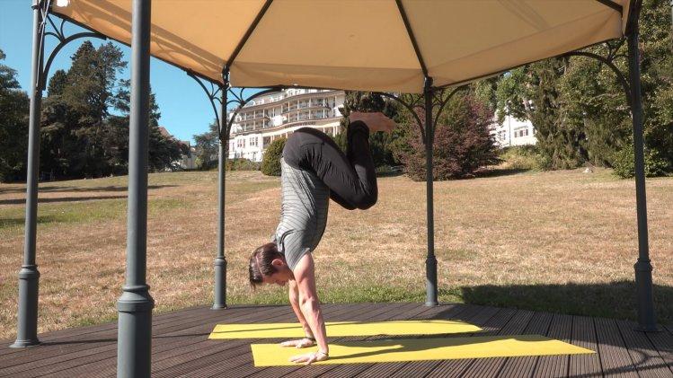 Yoga-Ikone Byron de Marsé