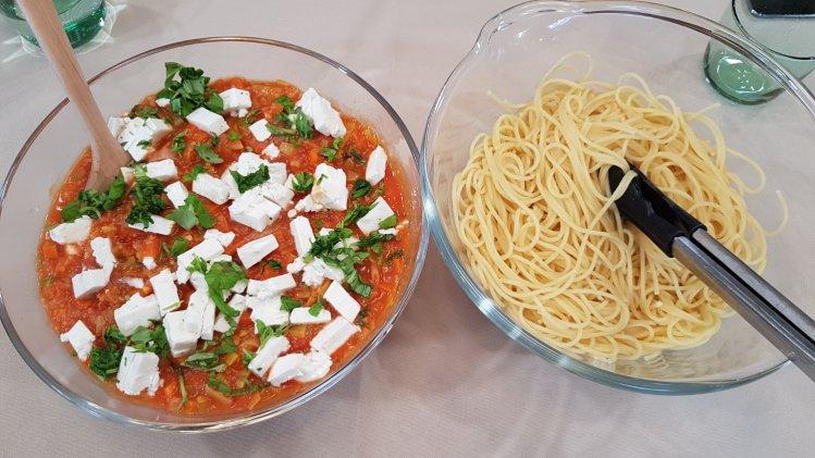 Vegetarische Bolognese mit Fetakäse