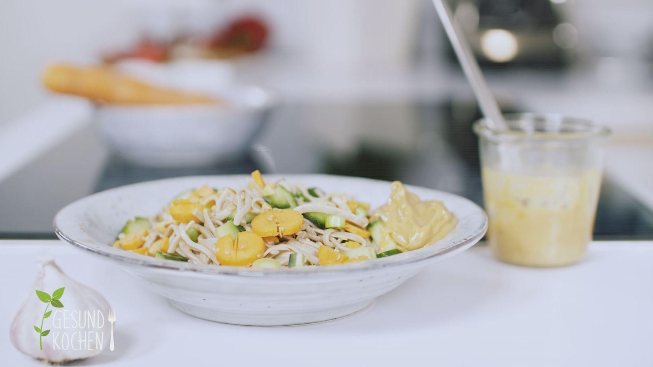 Gesund kochen - ohne Zucker: Hirse-Porridge, Soba-Nudelsalat und überbackener Chicorée