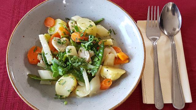 Gemüseragout mit Spargel und Kartoffeln
