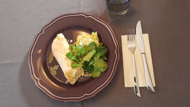 Sauerkraut-Lachs-Strudel mit Apfel-Kartoffel-Stampf