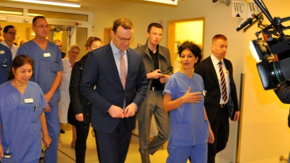 Bundesgesundheitsminister in Asklepios-Klinik auf Visite