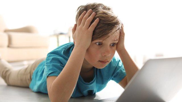 Studie: Kinder sehen täglich 15 Werbungen für Dickmacher