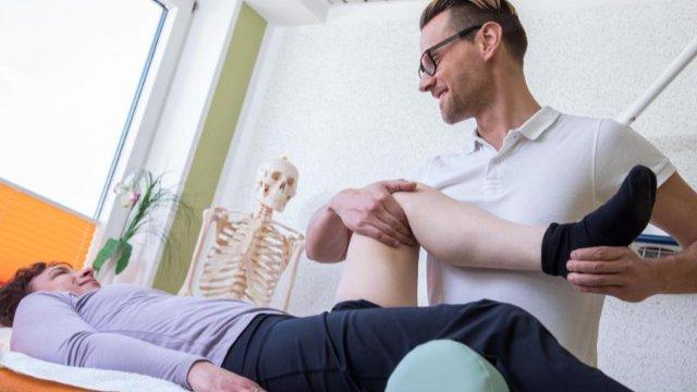 Wenn das Knie schmerzt: Ursachen und Therapien