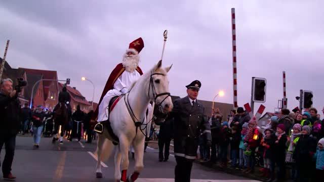 Advent, Advent: Von Nikoläusen, Tannenbäumen und Weihnachstmärkten
