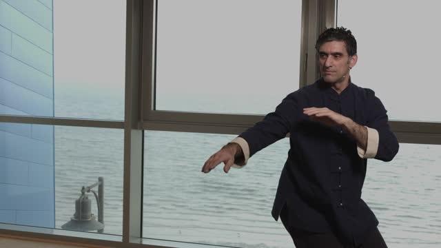 Folge 1: Tai Chi mit Ali Djassemi - die komplette Form