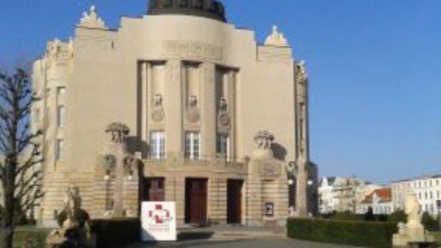 Staatstheater mit Trio-Schauspieldirektion -Image