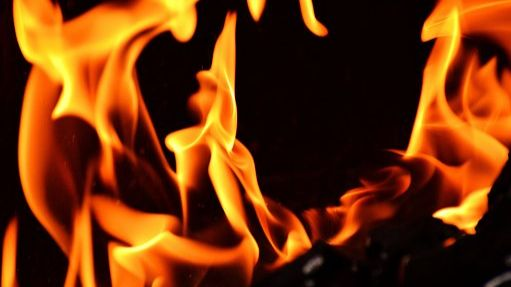 Brand in einer Garage in der vergangenen Nacht-Image