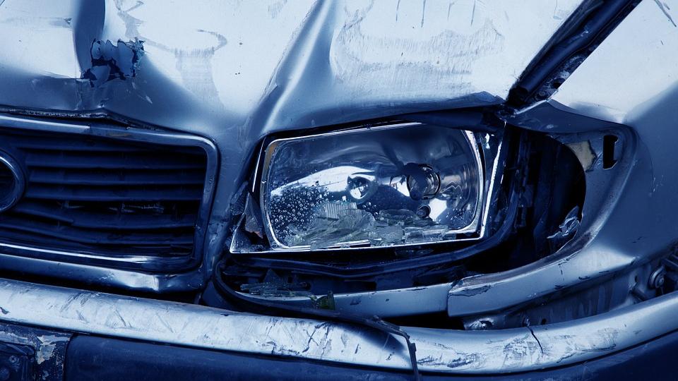 Zwei Totalschäden als Folge eines Auffahrunfalls-Image