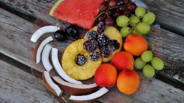 Asiatische Kokos-Panna Cotta Torte mit exotischem Früchtegelee -Image
