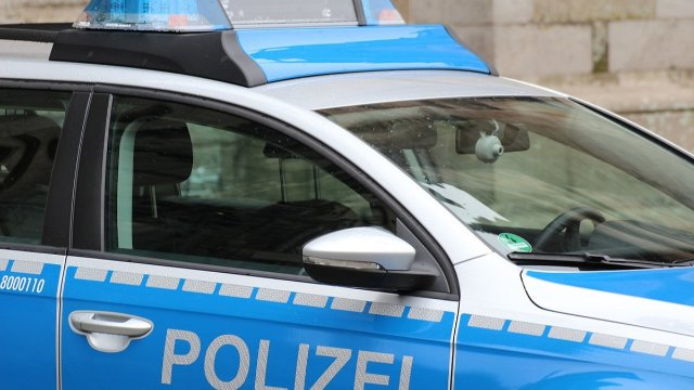 Polizeikontrolle vor der Grundschule Otterberg-Image